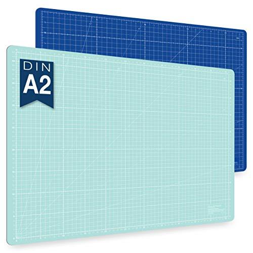 Alfombrilla de corte autorregenerable A2 en azul, rosa y verde. Perfecta para coser, manualidades y patchwork. Impresa por ambos lados 60 x 45 indicación en cm y pulgadas